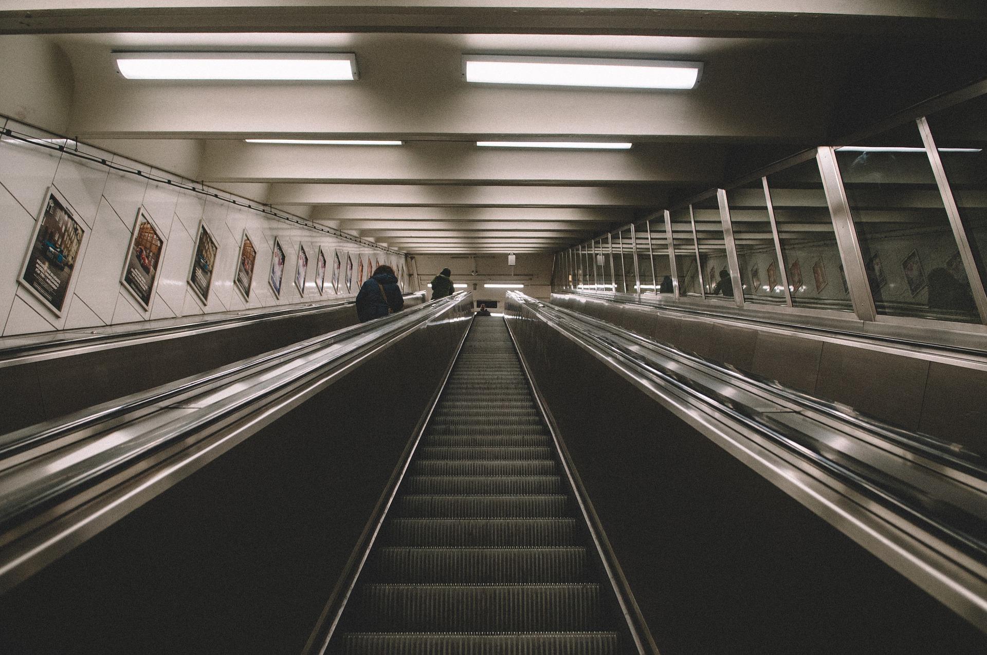 Самый длинный эскалатор метро начали монтировать в Москве - фото 1