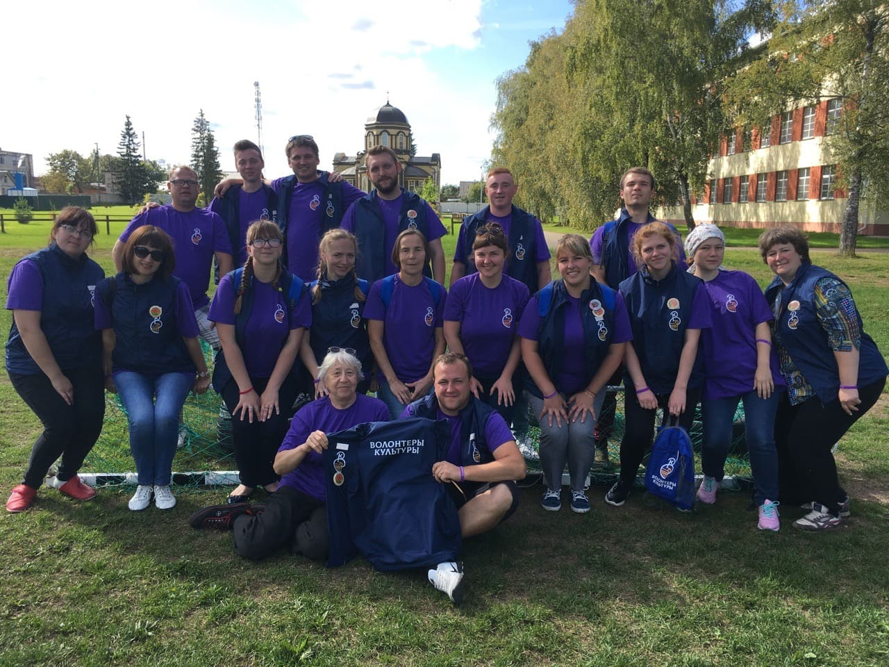 Нижегородские волонтеры культуры помогли с благоустройством Псковско-Печорского Свято-Успенского монастыря